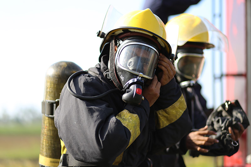 Training emergency services through live broadcasting